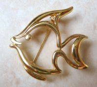 Vintage Trifari Gold Tone Cut Away Angel Fish Brooch.